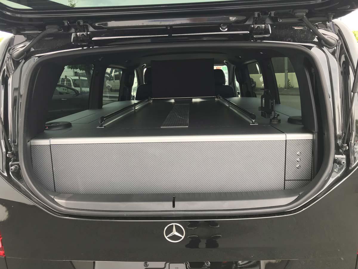 Véhicule funéraire Mercedes classe V illustration
